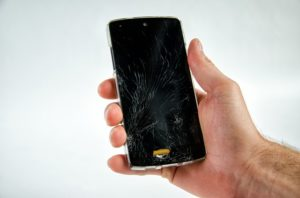 How to Stop a Crack From Spreading on Phone